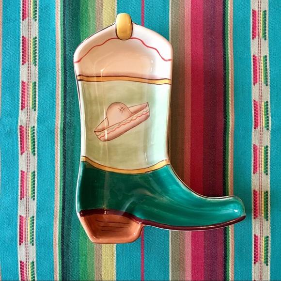 Super cute cowboy boot w/ sombrero serving dish🤠